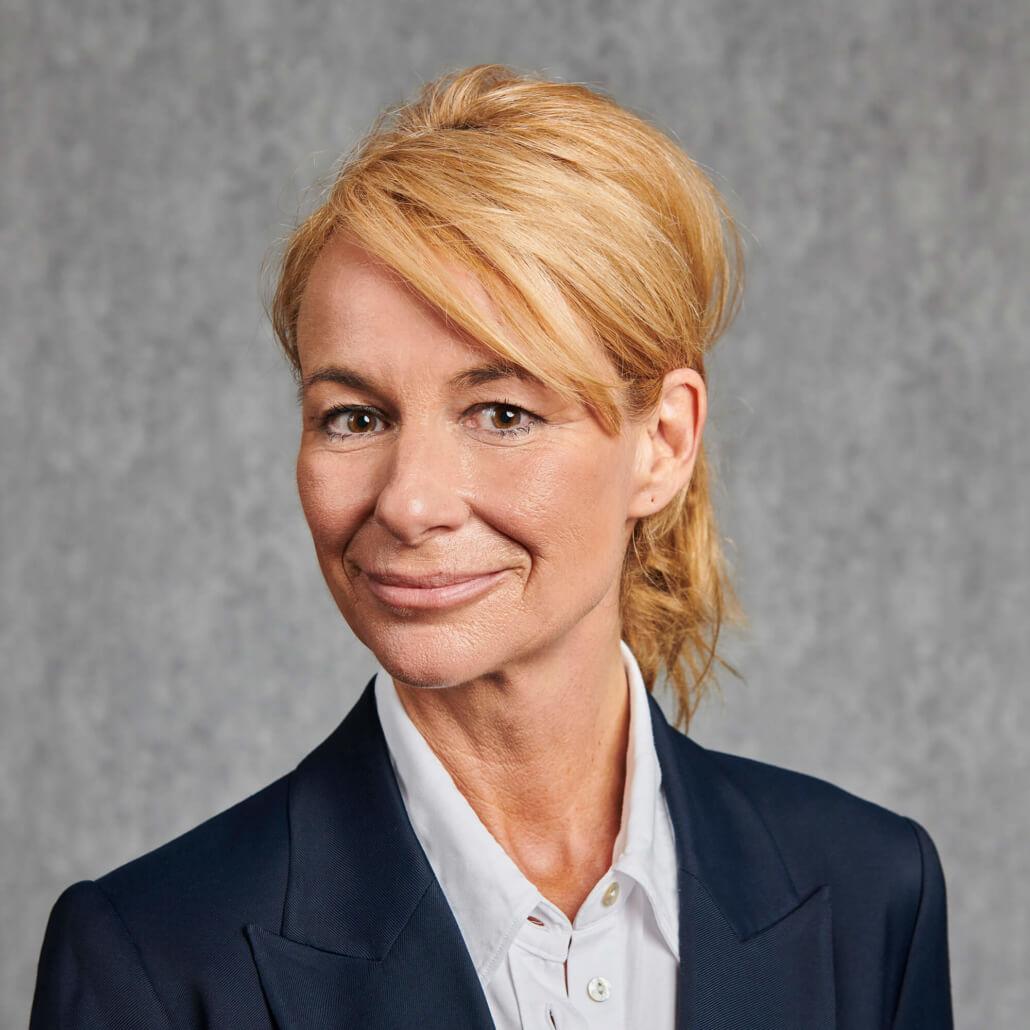 Isabelle Hinze | DMV DERMEDIENVERTRIEB